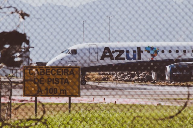 Toestel van het Braziliaanse Azul op de luchthaven (Bron: Unsplash / Claudio Luiz Castro)
