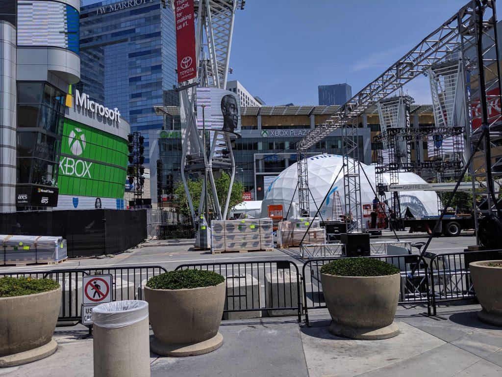 E3 2019 Aufbau, Mixer Dome vor dem Microsoft Theatre