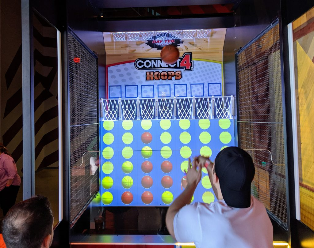 Connect 4 Hoops game
