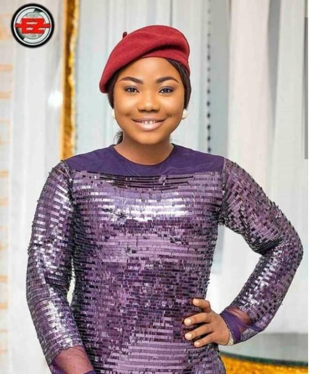 Why does Mercy Chinwo wear beret