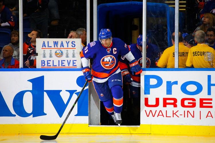 NY Islanders John Tavares takes the ice. (Brandon Titus/Inside Hockey)