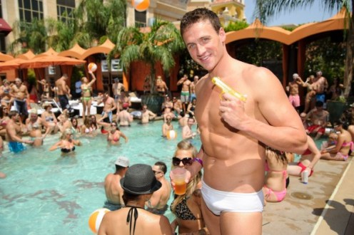 Ryan-Lochte-at-TAO-Beach-3-600x399