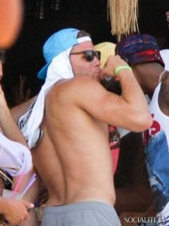 blake-griffin-deandre-jordan-shirtless-mykonos-06282013-05-435x580