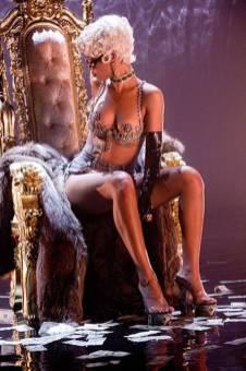 Rihanna+Pour+It+Up