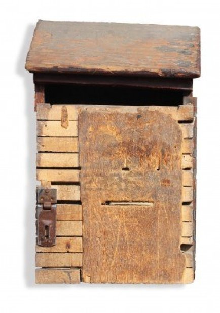 13873906-old-grungy-and-vintage-wooden-mailbox