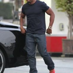 Reggie+Bush+Stopping+Gas+Station+West+Hollywood+pnhkmW_tCbex