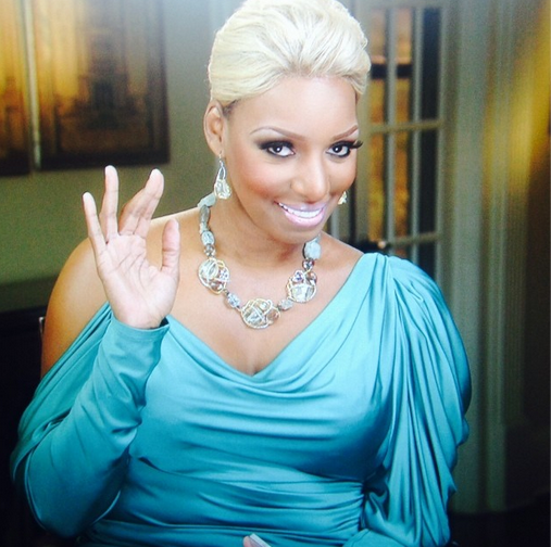 NeNe-Leakes-Works-the-camera-0107-1