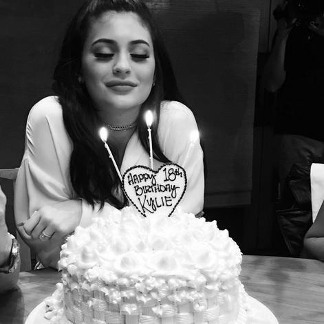 kylie-jenner-birthday-cake