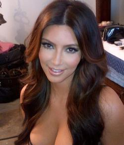 kim-kardashian-boobs