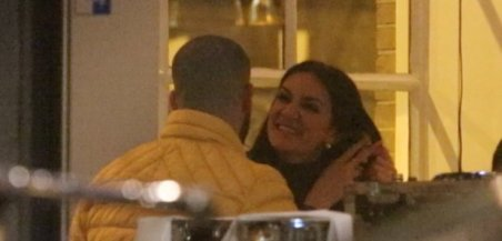 drake-enjoys-dinner-with-porn-star-rosee-divine-in-amsterdam-1485428184-article-0
