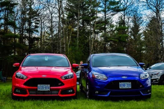 Ford Focus Ontario - Racing Red Facelift vs. Performance Blue Ford Focus ST