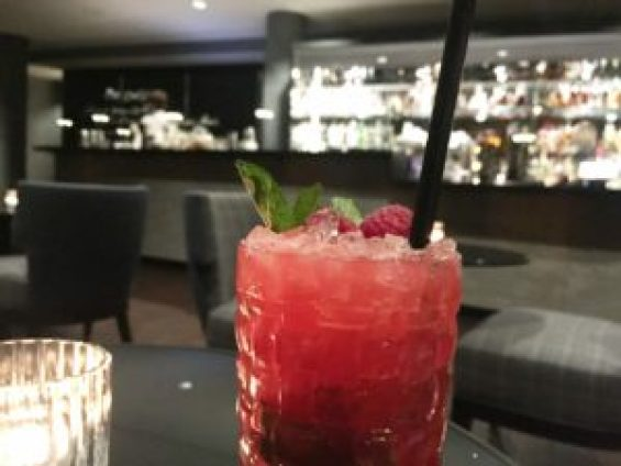 InsideMunich-cocktail-Munich mit Himbeeren und gin