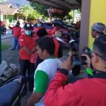 Semangat Gotong Royong Lawan Covid-19, DPC PDIP KSB Bagi-Bagi Hand Sanitizer
