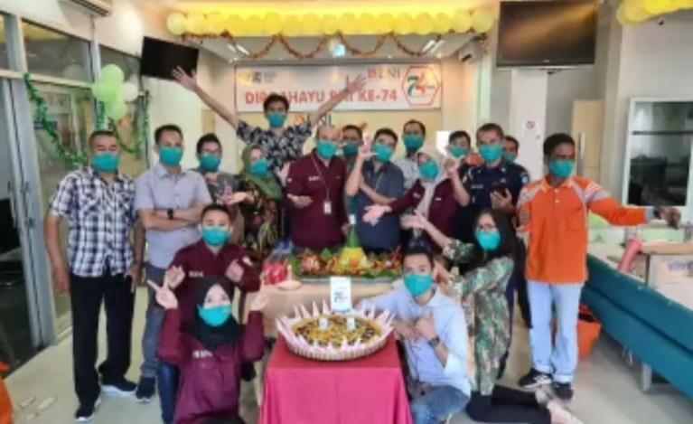 HUT Ke-74 BNI, Manajemen dan Serikat Pekerja BNI Cabang Sumbawa Bagikan Sembako dan Masker