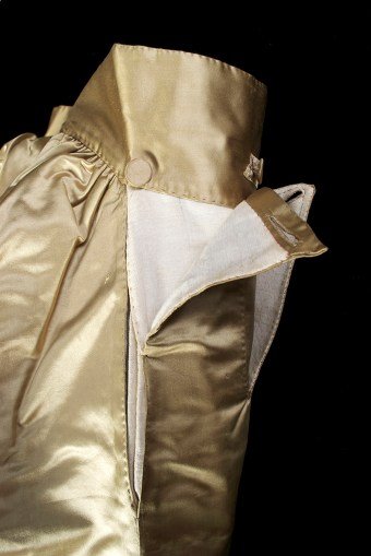 This image shows the two pockets on the right side of the breeches. The full back of the breeches is also partially visible here. the cut of the breeches is very different from modern trousers.