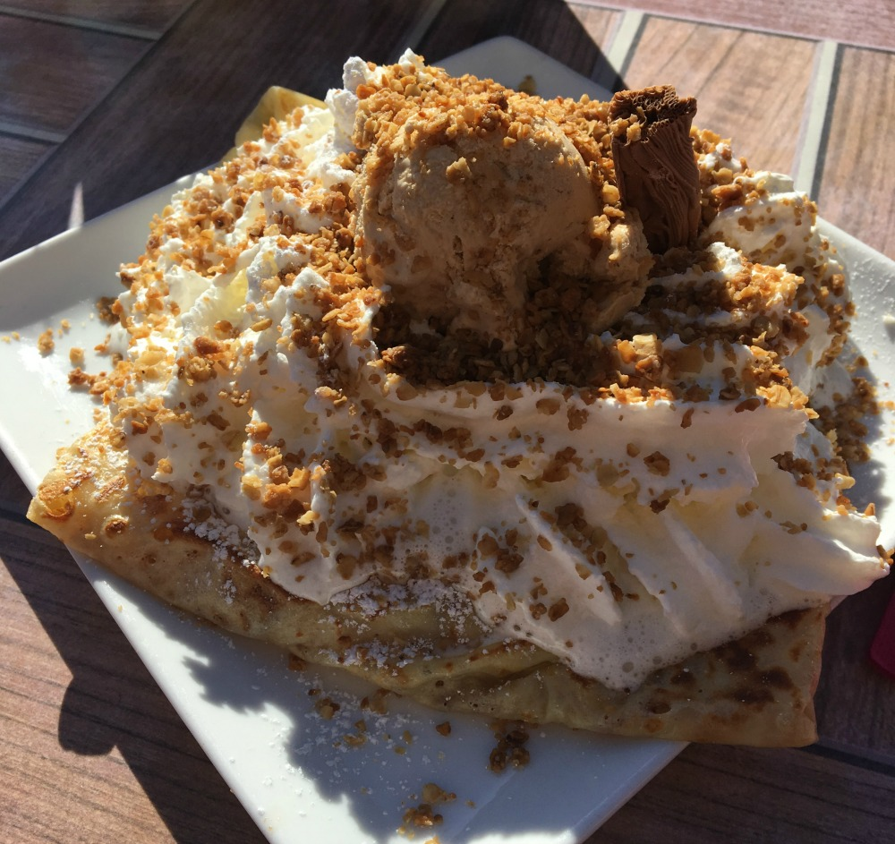 apple crumble crepe
