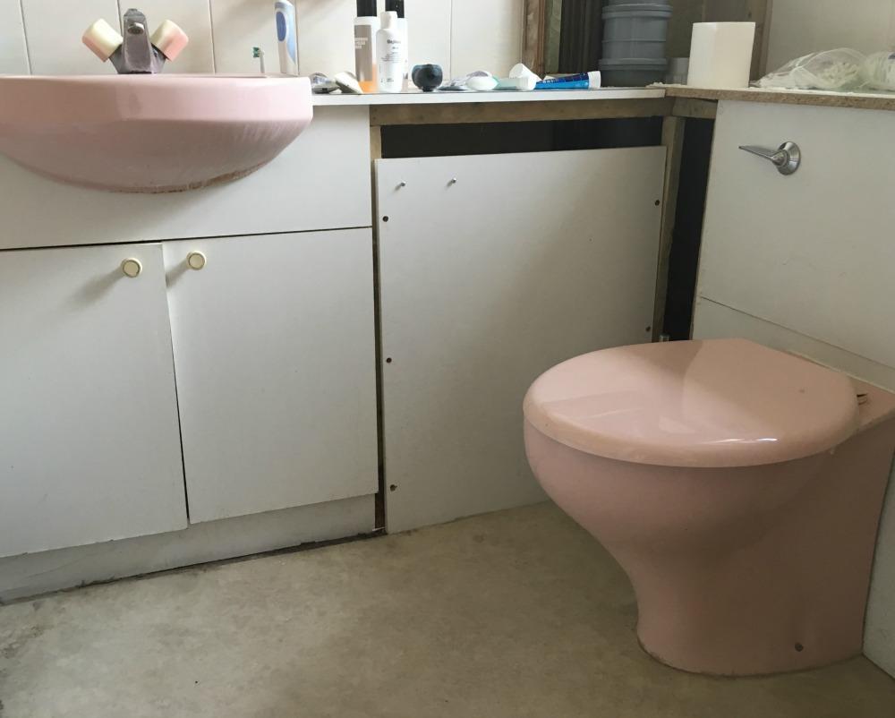broken en suite bathroom