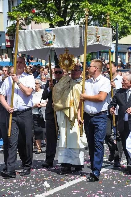 Праздник Bożego Ciała в Польше, процессия