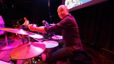 Stefan checkt das Schlagzeug