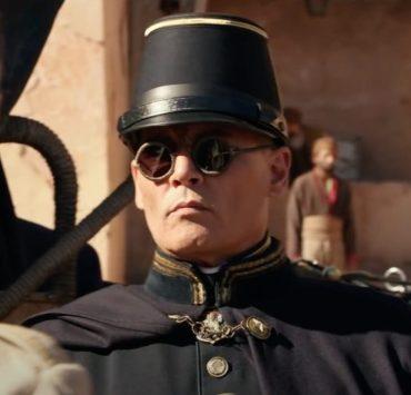 Жестокие военные Джонни Депп и Роберт Паттинсон в трейлере драмы «В ожидании варваров»
