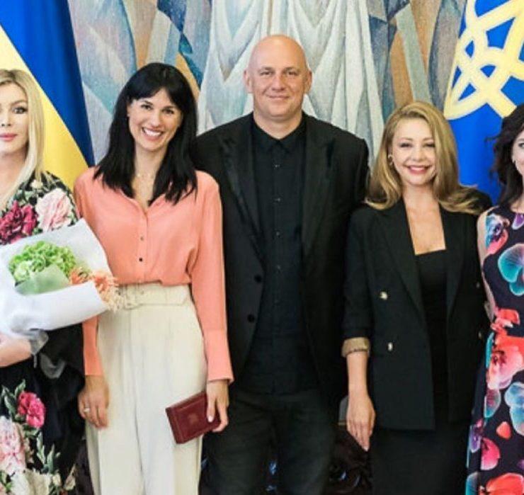 Памятный кадр: Маша Ефросинина, Потап и Тина Кароль на вручении государственных наград