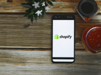 """Shopify data stolen by """"rogue"""" employees"""