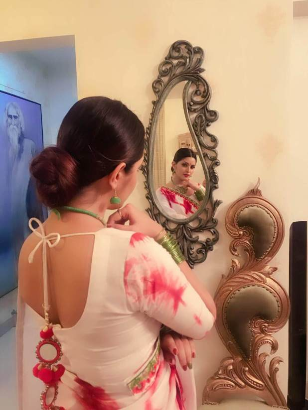 Pori Moni romantic mirror selfie in saree