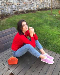 Esra Bilgic red dress pic
