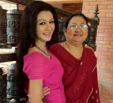 Jaya Ahsan wiht her Mother