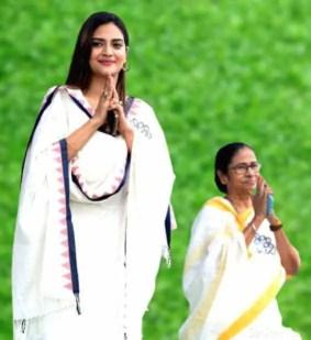 Nusrat Jahan with Mamata Banerjee
