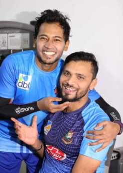 Musfipur Rahim with Mashrafe Mortaza