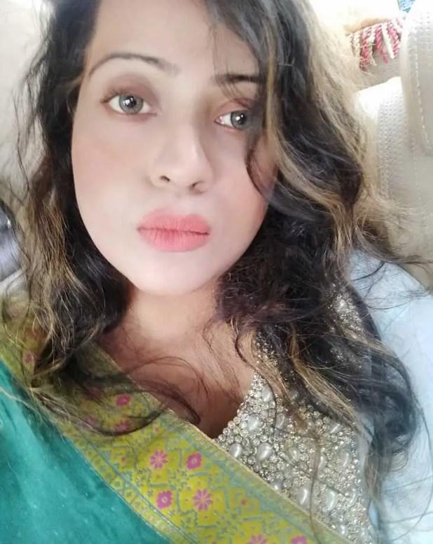 Sanayee Mahboob selfie photo