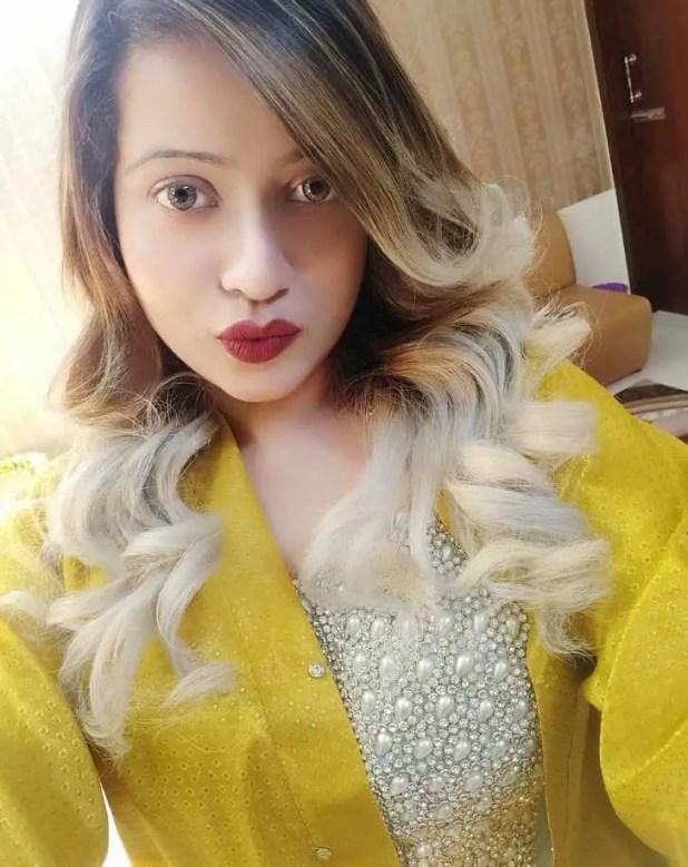 Model sanayee mahbub selfie photo