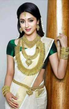 Trisha Krishnan HD Saree Photo