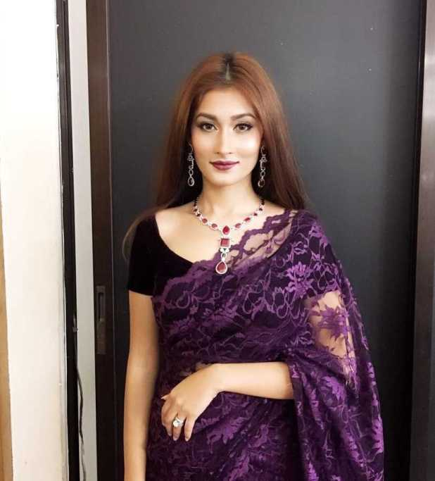 Model Umme Ahmed Shishir saree style photo