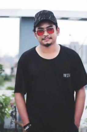Samz Vai with Black T-Shirt