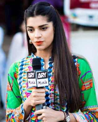 Sanam Saeed HD Image