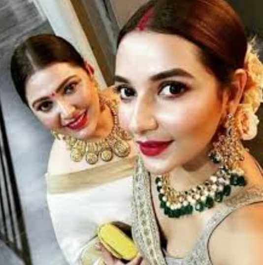 Subhashree Ganguly with her sister Image
