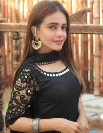 Sumbul Iqbal Black dress Picture