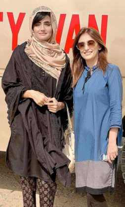 Zara Sheikh with her fans