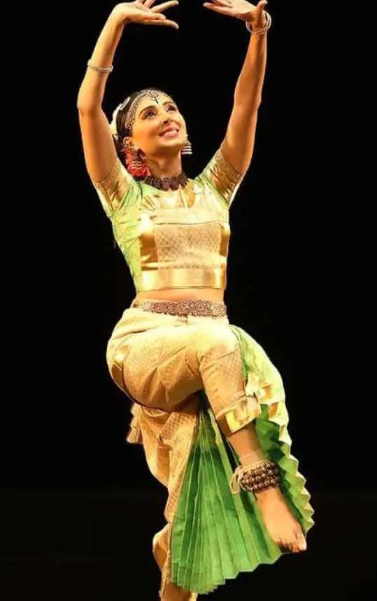 Pernia Qureshi Dancing Photo