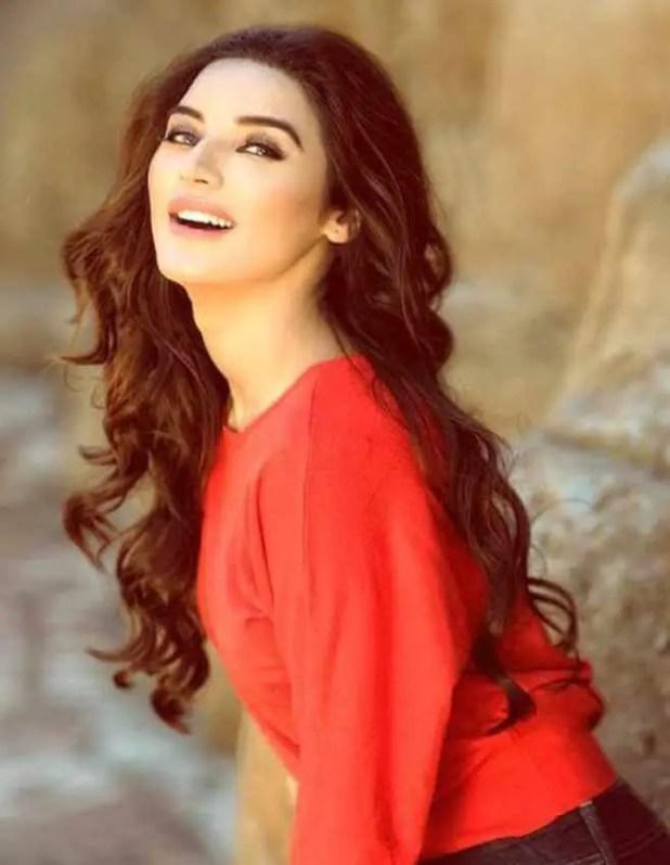 Sadia Khan Wallpaper