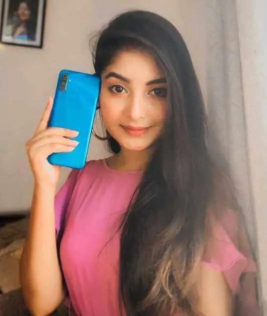 Nusrat Jahan Ontora Realme Phone Selfie