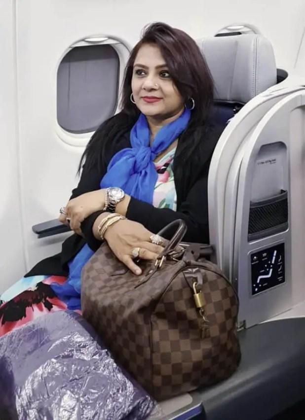 Helena-Jahangir-traveling-in-air-plane