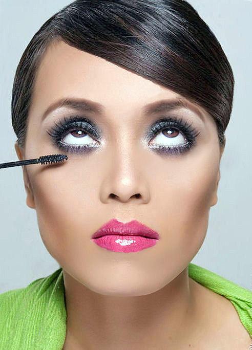 Makeup Artist Brandy Gomez-Duplessis do bold makeup on model
