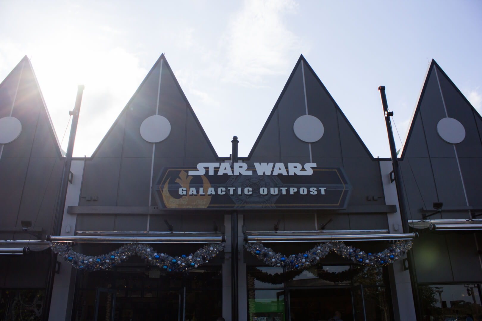 disney springs opens star wars galactic outpost store dedicated to star wars merchandise. Black Bedroom Furniture Sets. Home Design Ideas
