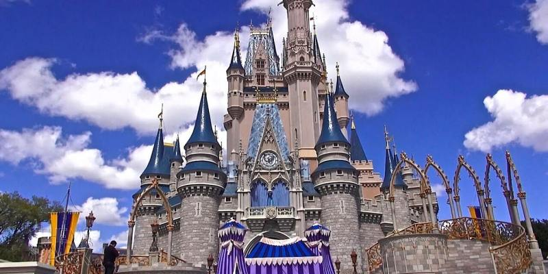 Disneys magic kingdom reigns supreme in 2015 theme park attendance disneys magic kingdom reigns supreme in 2015 theme park attendance estimates publicscrutiny Image collections