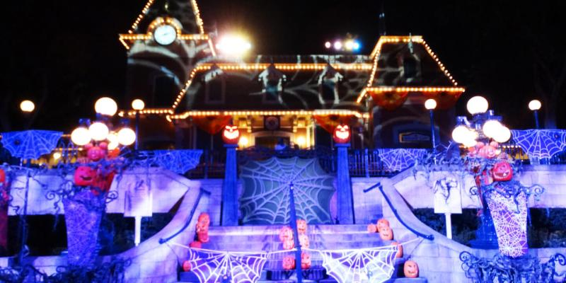 video mickeys halloween party 2017 offers up spooky fun for the whole family at disneyland