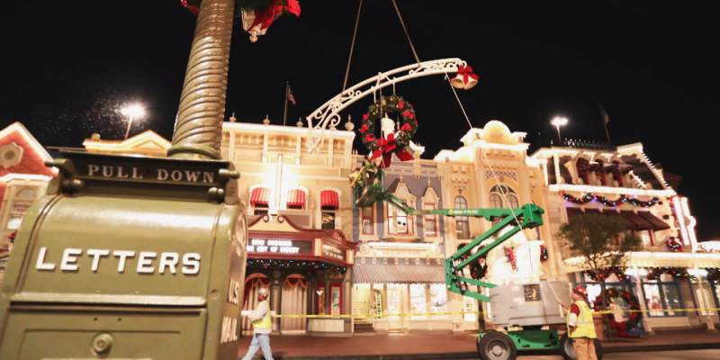 video watch magic kingdoms nighttime crew change park decorations from halloween to christmas at walt disney world - Disney World Christmas Decorations 2017