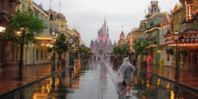 When it Rains in the parks – 13 tips for tackling liquid sunshine
